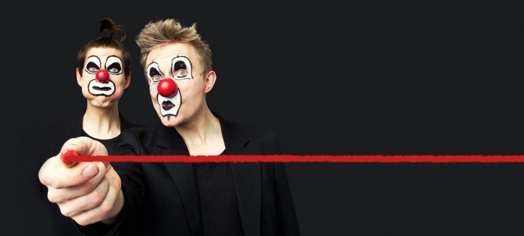"""Ilmari Kiannon """"Punainen viiva"""" koskettaa myös komediallisena. Kuva: Tero Ahonen ja Red Nose Company"""